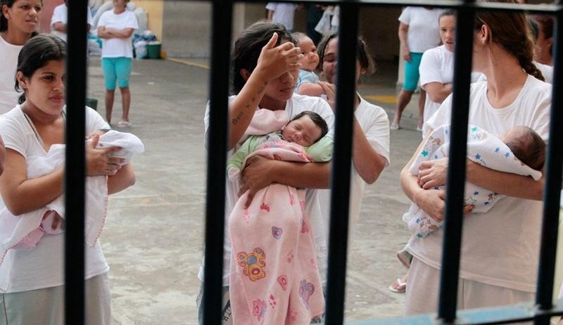 Senado aprova prisão domiciliar para gestantes e mães condenadas pela Justiça