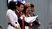 Presidente da CMM, Wilker Barreto, leu decisão dos vereadores que rejeitaram denúncia de nepotismo (Foto: CMM/Divulgação)