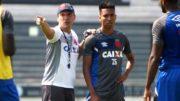 Zé Ricardo orienta jogadores do Vasco para jogo com o Grêmio. Partida será com portões fechados (Foto: Paulo Fernandes/Vasco.com)