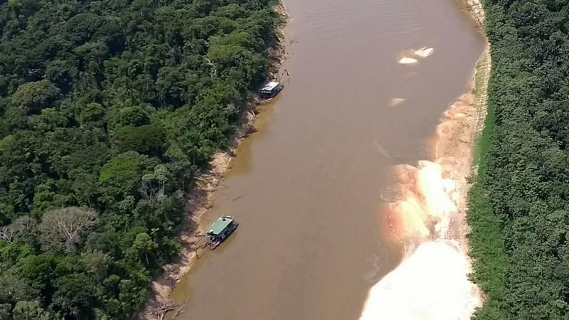 Imagem divulgada pelo MPF sobre garimpo ilegal no Rio Jandiatuba em São Paulo de Olivença