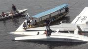 Partes do avião foram resgatas por ribeirinhos que passavam no local no momento do acidente (Foto: Divulgação)