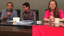 David Almeida entre Eron Bezerra e Vanessa Grazziotin no evento do CdoB (Foto: ATUAL)