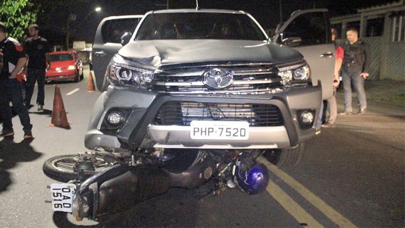 Motorista de pic-up e piloto de moto se envolveram em acidente ao tentarem escapar de blitz do Detran (Foto: Detran-AM/Divulgação)