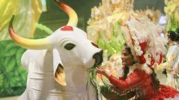 Bumbá Garantido apresenta tema de 2018 do festival na sexta-feira, em Parintins, com cortejo no rio (Foto: Garantido/Divulgação)