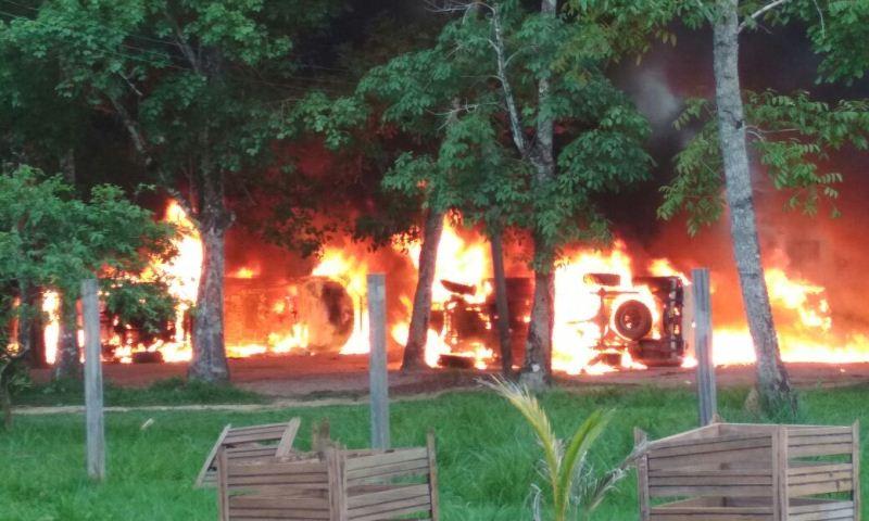 Humaita fogo na sede do Ibama
