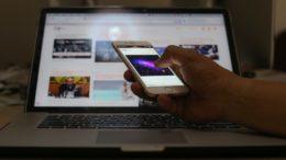 Uso do telefone celular para acessar a internet ultrapassou o do computador pela primeira vez no Brasil. É o que aponta o Suplemento de Tecnologias de Informação e Comunicação (TIC) da Pesquisa Nacional por Amostra de Domicílios (Pnad) 2014 divulgado hoje (6) pelo Instituto Brasileiro de Geografia e Estatística (IBGE). Mais da metade dos 67 milhões de domicílios brasileiros passaram a ter acesso à internet em 2014 (54,9%). Em 2013, esse percentual era 48%. Mais de 60% dessas casas estavam na área urbana.( Foto: Bruno de los Santos/Fotos Públicas)