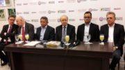 Luiz Carlos Hauly (centro) veio a Manaus discutir opções para a ZFM na reforma tributária (Foto: ATUAL)