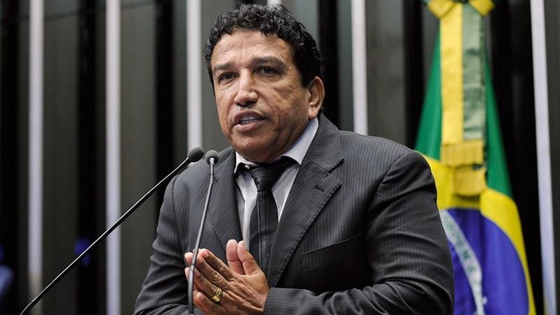 Magno Malta avisa a Bolsonaro que não será seu vice à Presidência