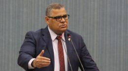 Missionário André alega que empresas não cumprem Código do Consumidor (Foto: Tiago Corrêa/Dircom/CMM)