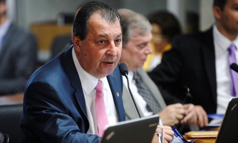 Inquérito que envolve Omar e Braga na 'Lava Jato' aguarda parecer de relator