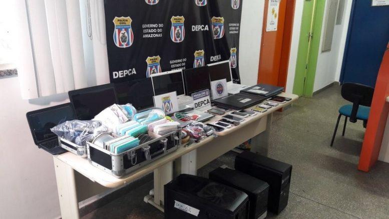 Material eletrônico foi apreendido com suspeitos de pedofilia em Manaus e serão periciados (Foto: ATUAL)