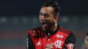 Rever marcou dois gols no triunfo do Flamengo sobre o Bahia (Foto: Gilvan de Souza/Flamengo.com.br)
