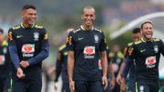 Tiago Silva, Miranda e Neymar felizes da vida em treino da Seleção Brasileira (Foto: Lucas Figueiredo/CBF)