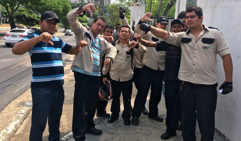 Agentes de portaria da LCB Ltda protestaram, na manhã desta segunda-feira, contra salários atrasados (Foto ATUAL)