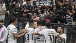 Jogadores do Corinthians festejaram vitória sobre o Palmeiras, mas time sofreu desfalques importantes (Foto: Agência Corinthians)