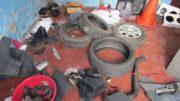 Pneus e peças de carros e motos foram encontrados em casa de suspeito (Foto: Lana Honorato/PC-AM)