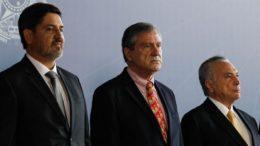 Fernando Segovia com o ministro Torquato Jardim (Justiça) e o presidente Michel Temer (Foto: Marcos Corrêa/PR)