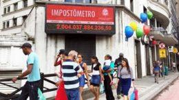 Impostômetro em São Paulo. Sistemas de arrecadação de impostos dificultam desenvolvimento da economia (Foto: Fotos Públicas)