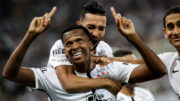 Jô Marcou dois gols decisivos na vitória do Corinthians que garantiu título do Brasileirão (Foto: Rodrigo Gazzanel/Ag. Corinthians)