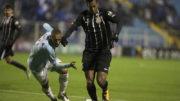 Jô não marcou, mas foi decisivo para pressionar a defesa do Avaí (Foto: Daniel Augusto Jr./Ag. Corinthians)