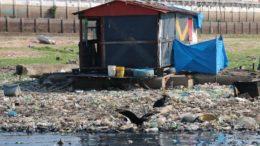 Lixo descartado de forma errada e o maior criadouro do mosquito transmissor da dengue, zika e chikungunya (Foto: Valter Calheiros/Divulgação)