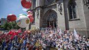 Em São Paulo, centenas de pessoas se reúnem na Praça da Sé (Foto: Mídia Ninja/Facebook)