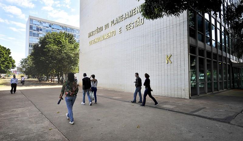 LDO exclui possibilidade de concessão de reajuste a servidores federais