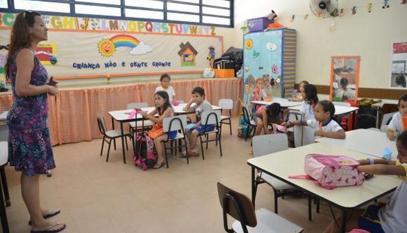 Apenas 2,4% dos jovens desejam ser professor no Brasil, revela pesquisa