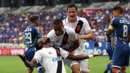 Paulão fez o gol da vitória do Vasco que pôs o time na zona de classificação à Libertadores (Foto: Paulo Fernandes/Vasco)