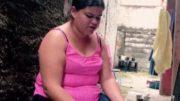 Rebeca Mendes da Silva Leite tem dois dois filhos e trabalha com contrato temporário (Foto: Reprodução)