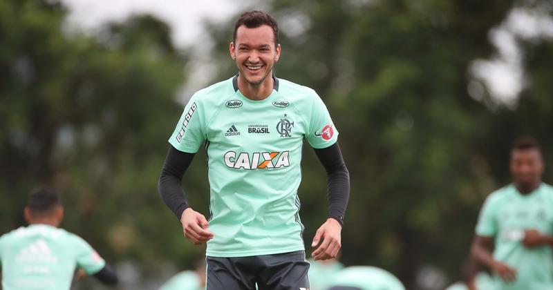 Flamengo não pagará multa de R$ 1 milhão e Réver não enfrenta o Inter