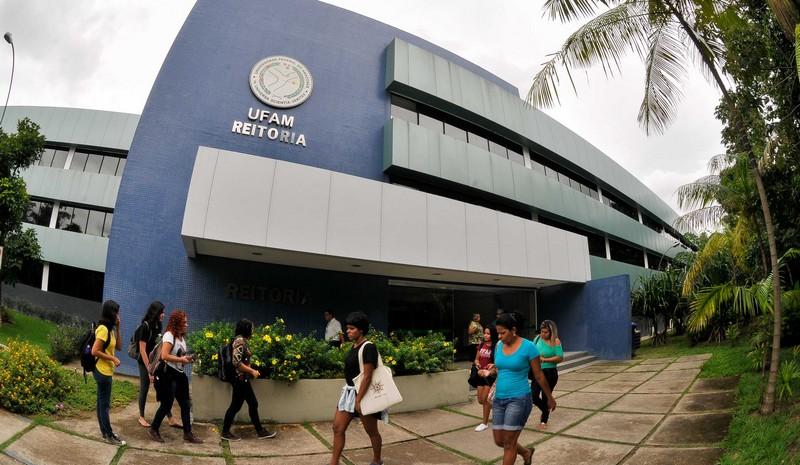Justiça Federal bloqueia R$ 136 mil de ex-servidor da Ufam por desvio de bolsas