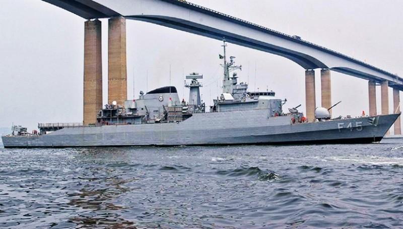 Resultado de imagem para Ministro diz que Brasil não tem navios para defender sua costa