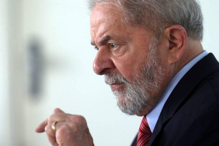 Lula pede autorização para dar entrevistas na prisão da Lava Jato