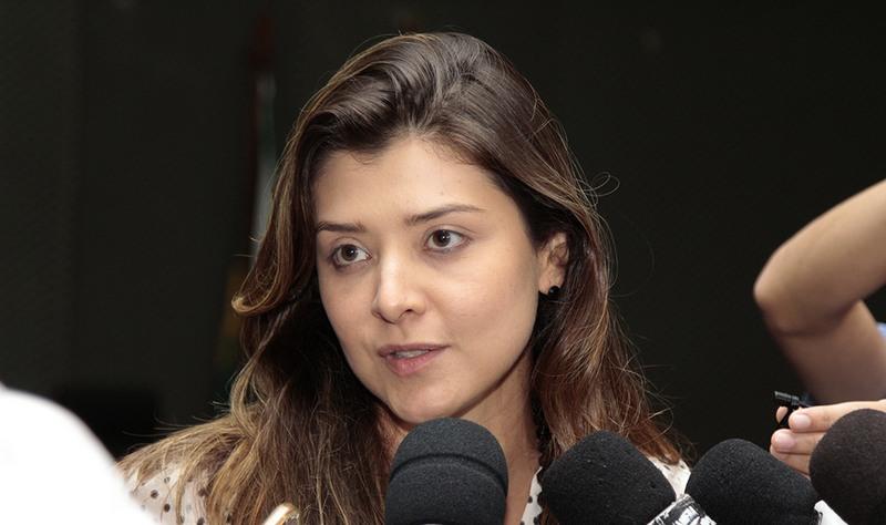 Andressa Oliveira, da Amazonas Energia, disse que `todos pagam` o custo do furto de energia elétrica (Foto: Erlon Rodrigues/Secom)