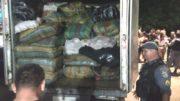 Polícia Militar precisou usar um caminhão para transportar a droga apreendida em Anori (Foto: Divulgação)