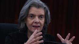 Cármen Lúcia disse que espera não ter que 'acioná-los oficialmente os presidentes dos Tribunais de Justiça' (Foto: José Cruz/Agência Brasil)