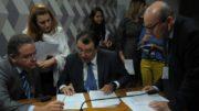 Eduardo Braga articulou com senadores adiamento de votação de projeto da Zema (Foto: Vagner Carvalho/Divulgação)
