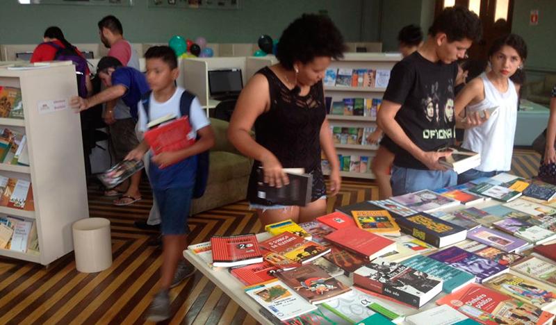"""Vigésima edição da """"Feira de Troca de Livros e Gibis"""" acontece neste domingo"""