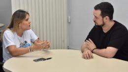 Janaina Chagas diz não ao diretor do Fast, Rafael Melo, ao negar pedido de passagem (Foto: Alessandra Reis/Sejel)