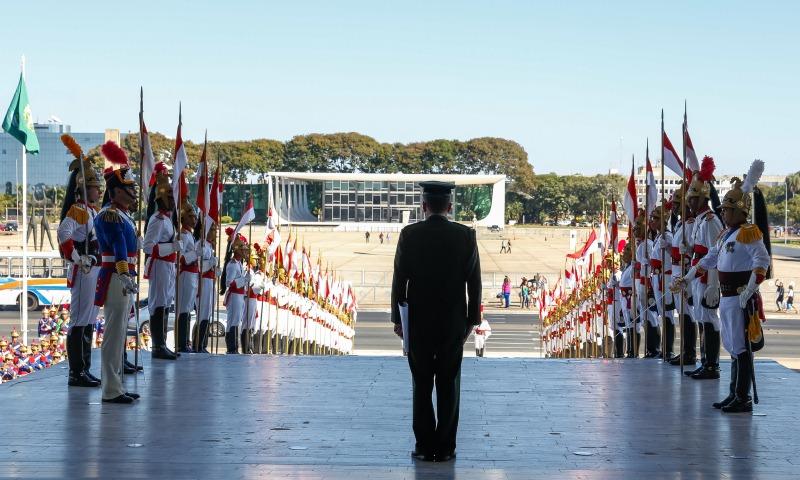 Presidente terá 24,6 mil cargos à disposição com salário de até R$ 16 mil