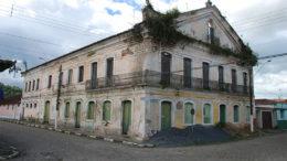 Sobrado dos Toledos, em São Paulo: em ruínas e sob risco de desabar (Foto: Leonardo Falangola/Acervo Iphan/SP)