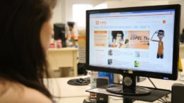 Surdos terão serviço de intérprete em libras por empresas de telefonia (Foto: Copel/Divulgação)