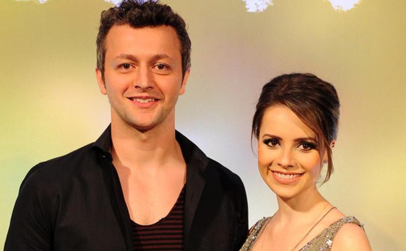 'Ninguém é feliz como em comercial de margarina', diz Sandy sobre seu casamento