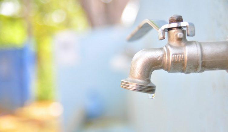 Interrupção no fornecimento de água foi programada para reparos na rede de distribuição (Foto Arsam/Divulgação)