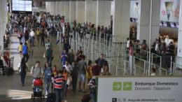 Em dezembro foram transportados 8,4 milhões de passageiros no segmento doméstico (Foto: Agência Brasil)