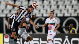 Botafogo teve dificuldades para superar a Portuguesa e evitou derrota na estreia (Foto: Vitor Silva/SSPress/Botafogo)