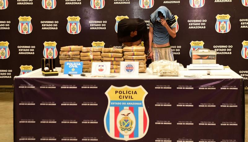 Em apartamento alugado de condomínio de luxo, traficantes processavam e embalavam drogas (Foto: Valdo leão/Secom)
