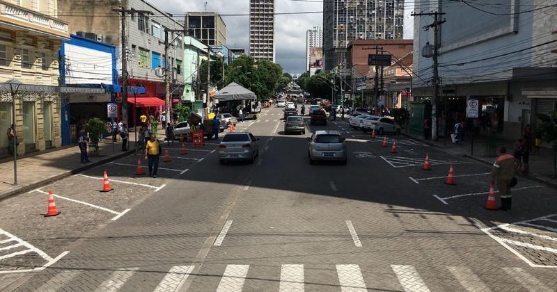 Vagas foram marcadas no asfalto e serão monitoradas por sensores que medirão tempo de estacionamento do veículo (Foto: ATUAL)