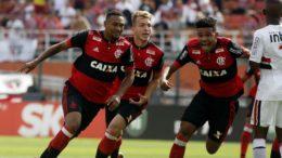 Jogadores do Flamengo na comemoração do gol, que garantiu triunfo e título (Foto: Staff Images/Flamengo)